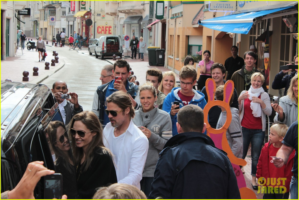 brad pitt angelina jolie le touquet with the kids 01