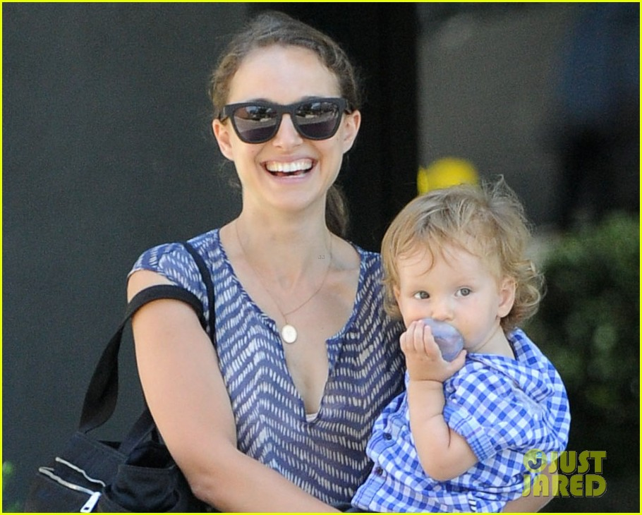 natalie portman aleph day out with rashida jones 02
