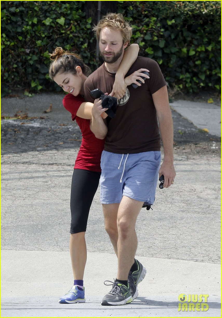 nikki reed paul mcdonald on a walk 07