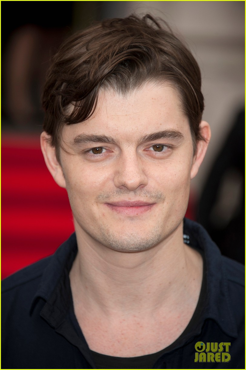 tom sturridge sam riley on the road uk premiere 02