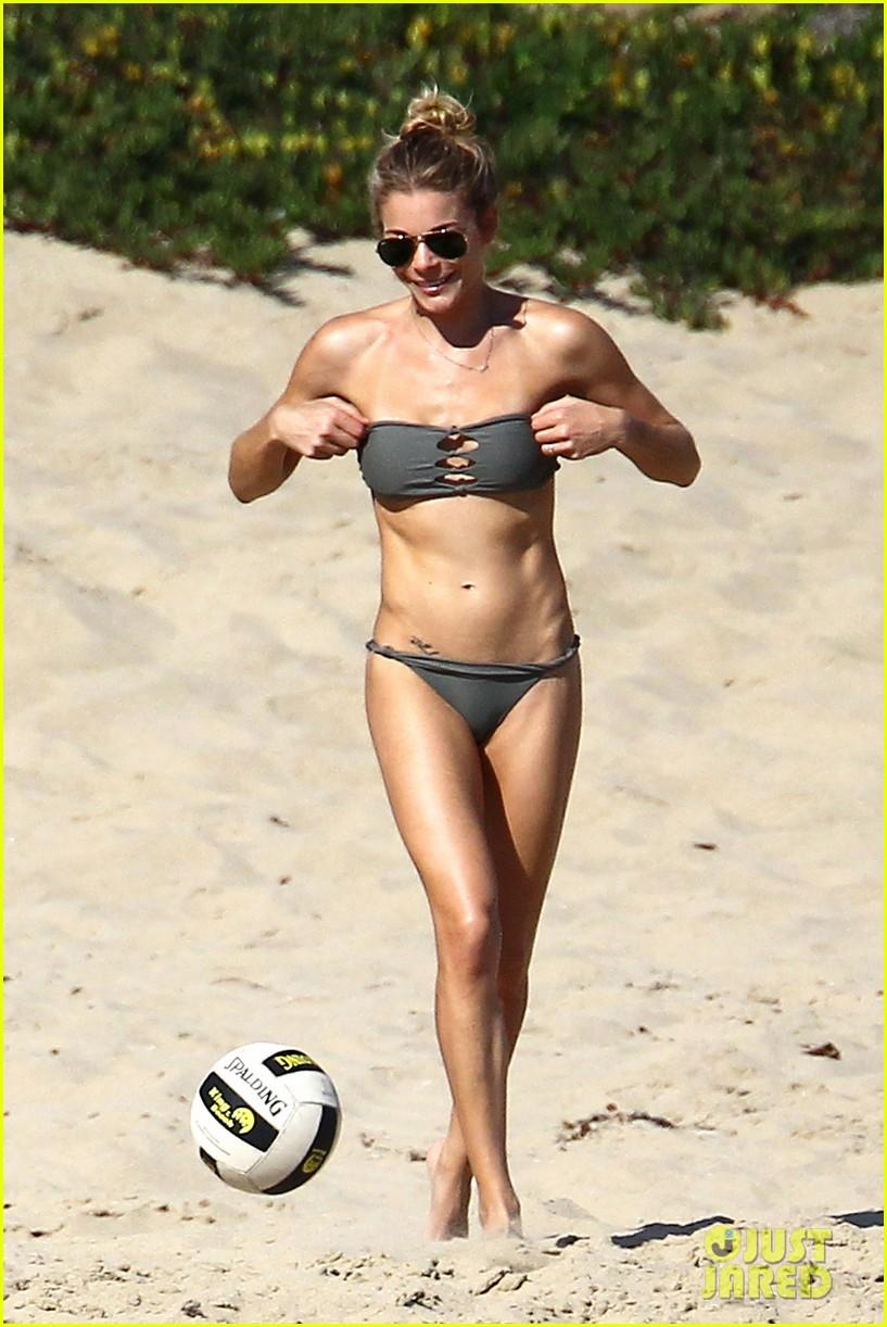 leann rimes bikini beach babe with eddie cibrian 02