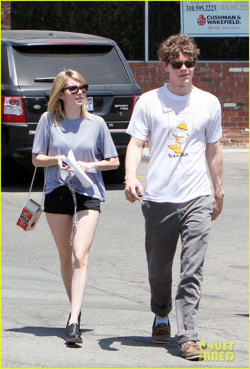 emma roberts evan peters coffee couple 02