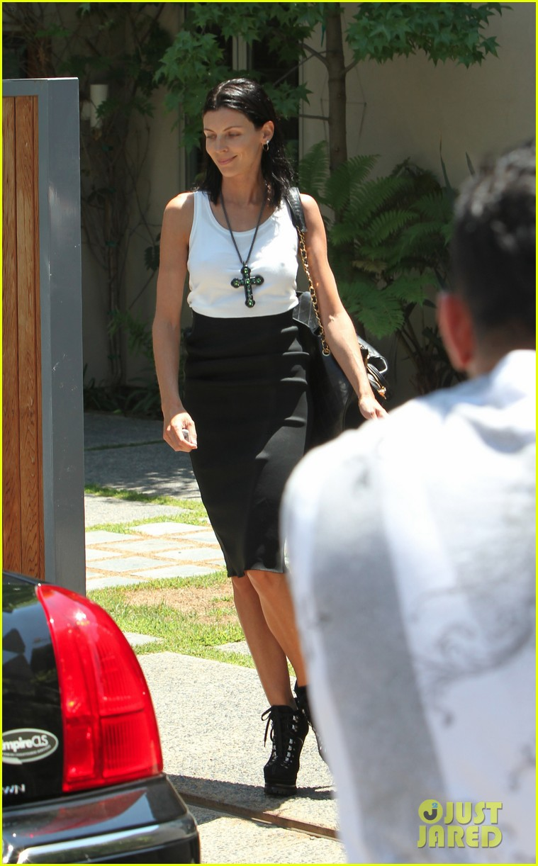 liberty ross visits lawyers office sans wedding ring 03