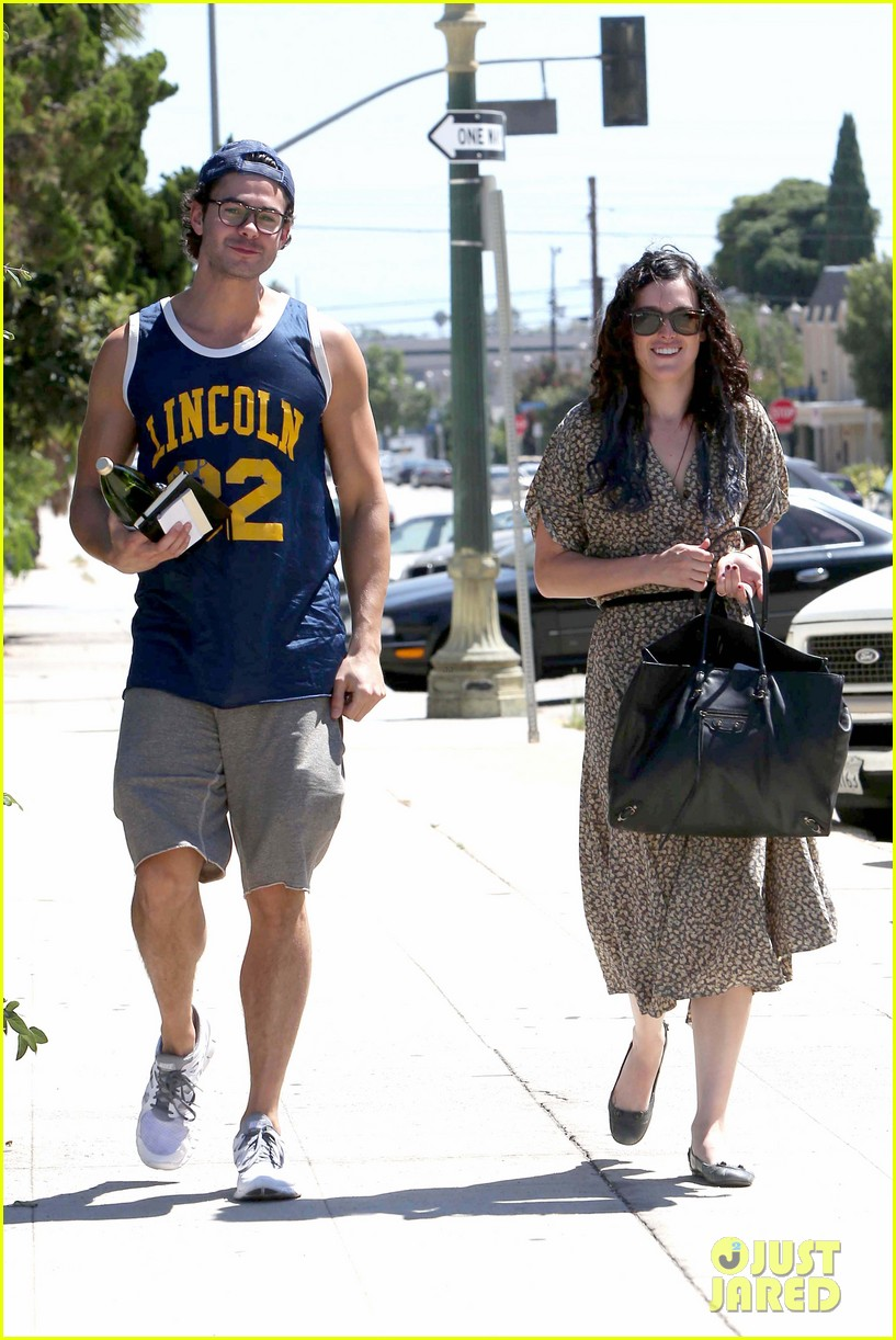rumer willis jayson blair holding hands 01