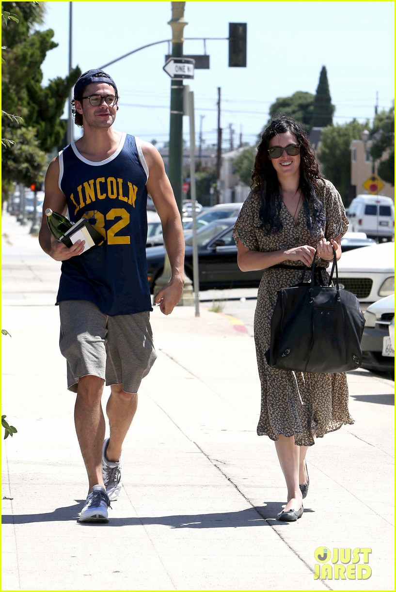 rumer willis jayson blair holding hands 03
