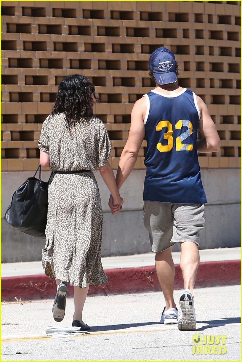 rumer willis jayson blair holding hands 04