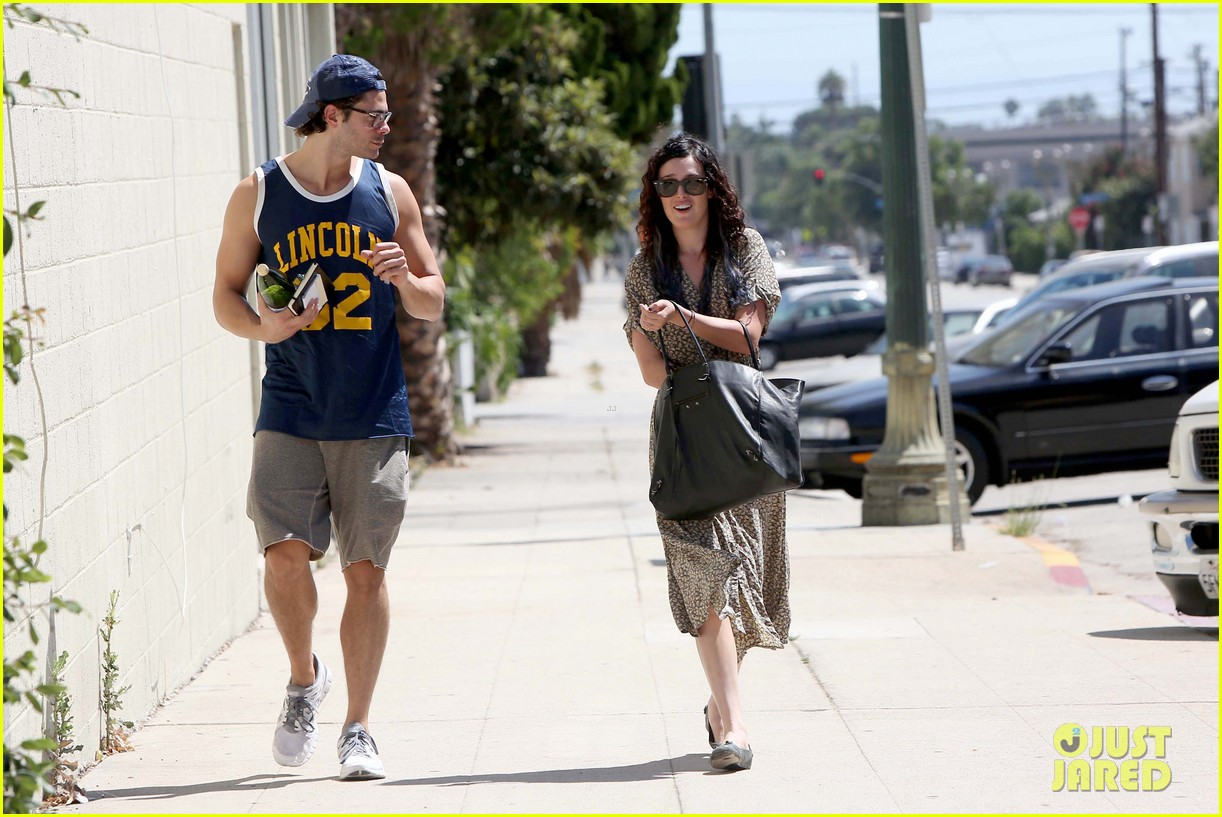 rumer willis jayson blair holding hands 10