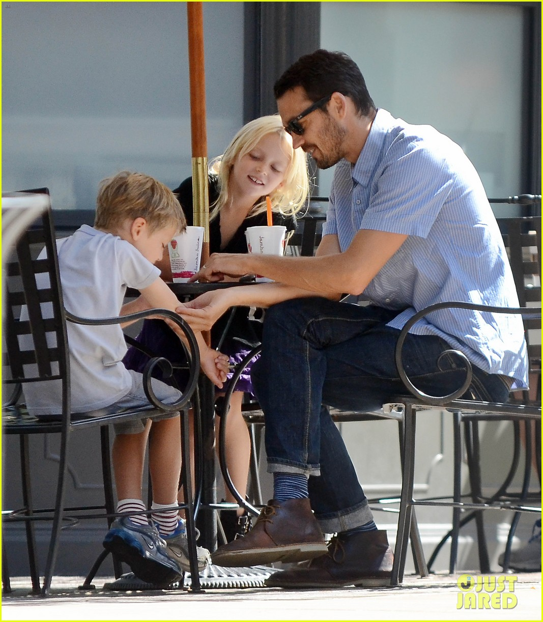 rupert sanders back to school shopping with the kids 05