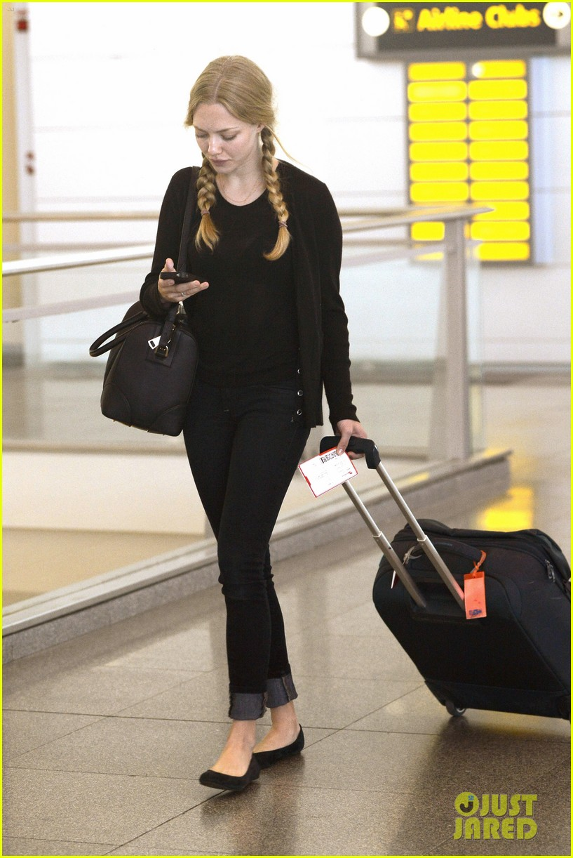 amanda seyfried catches flight 10