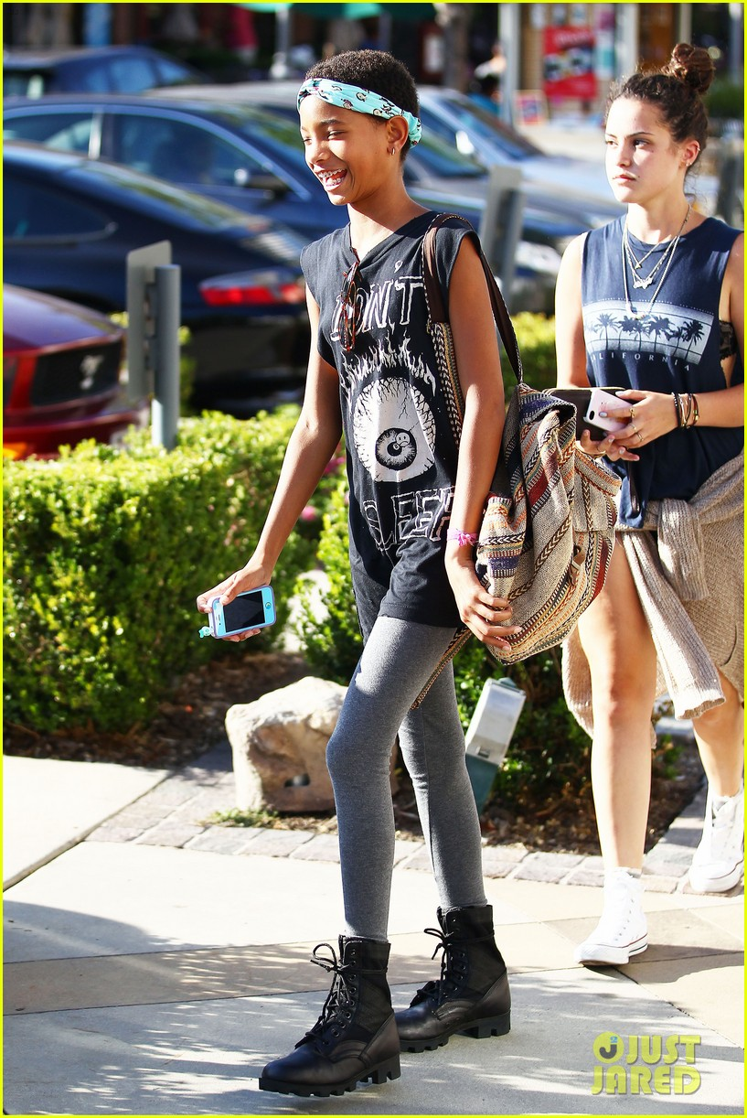 willow smith phone spa stop 07