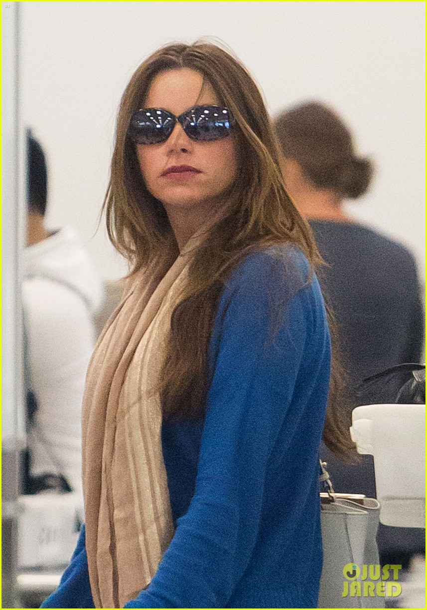 sofia vergara arrives airport 042708835