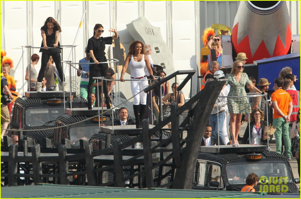 victoria beckham spice girls rehearsal olympics closing ceremony 01