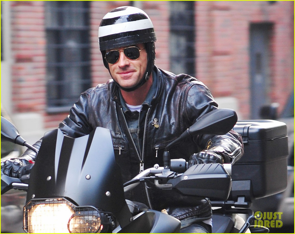 justin theroux motoring man 02