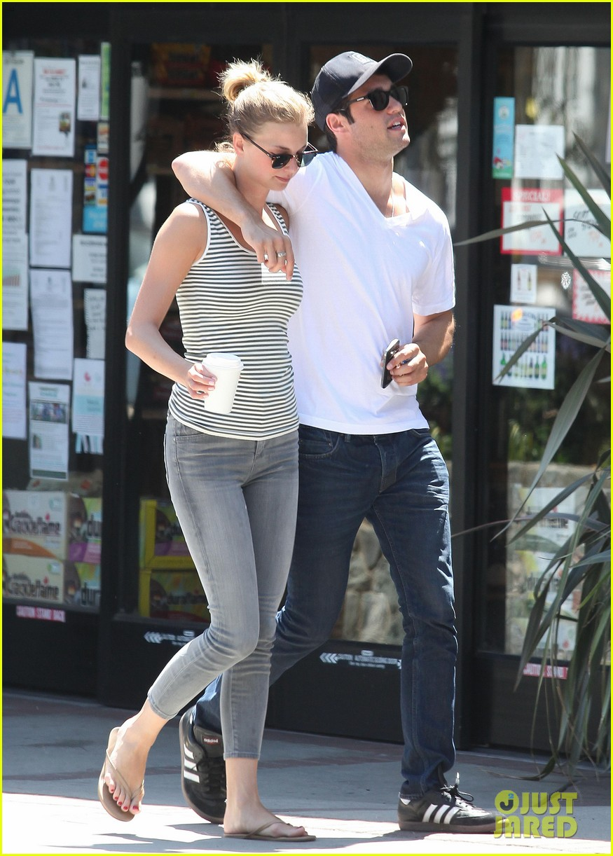 emily vancamp josh bowman beachwood cafe couple 11