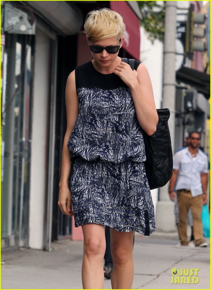 michelle williams glasses shopping with matilda 12
