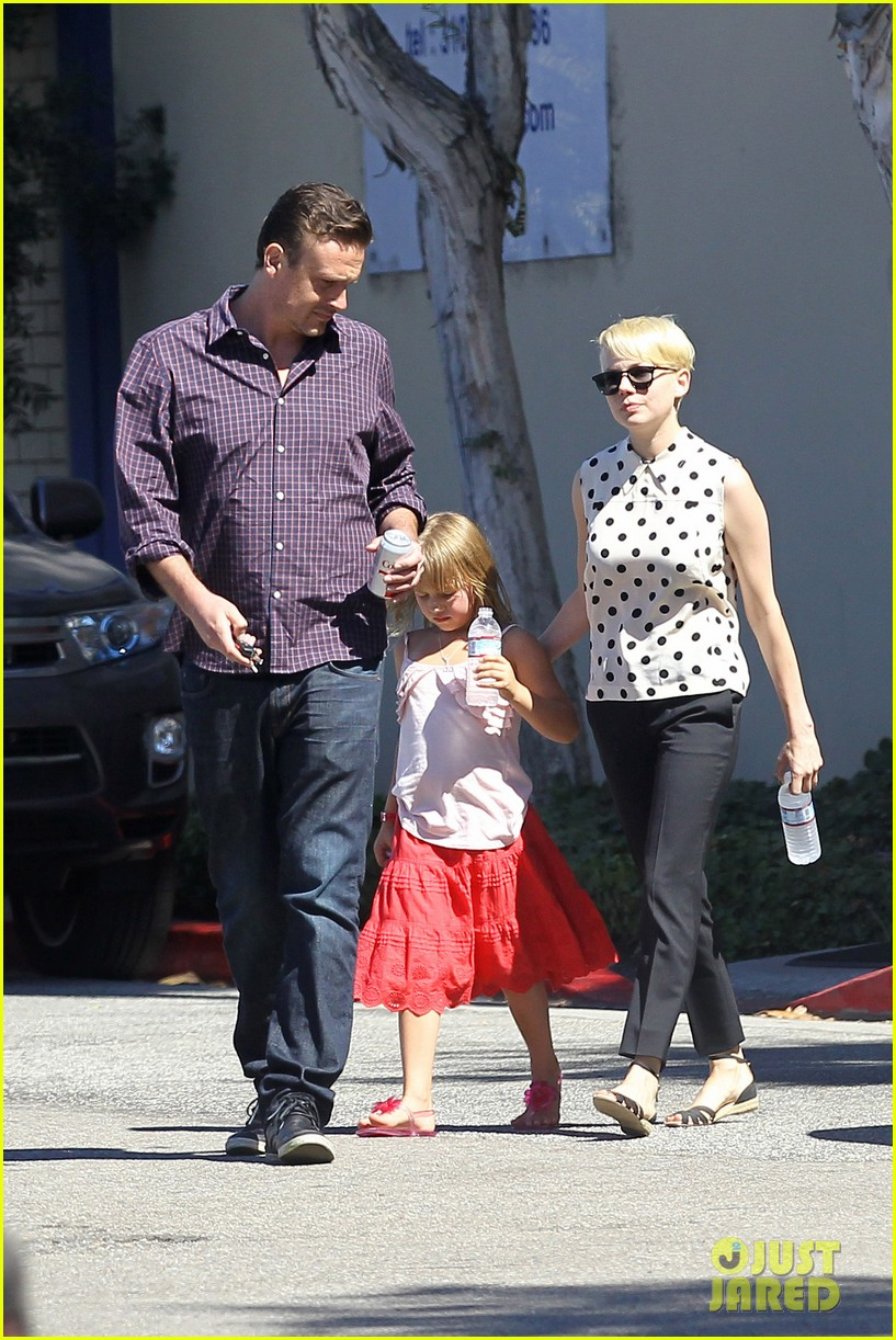 michelle williams jason segel ice cream with matilda 01