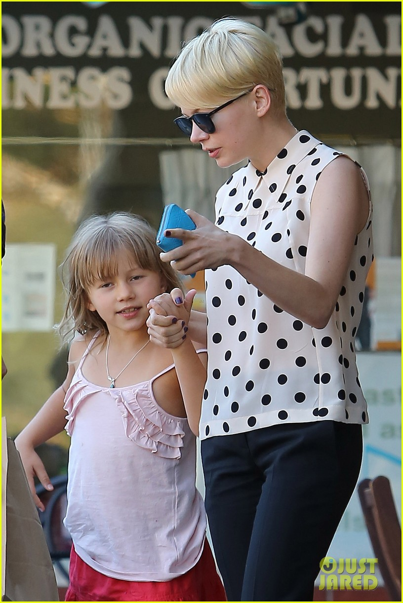 michelle williams jason segel ice cream with matilda 05