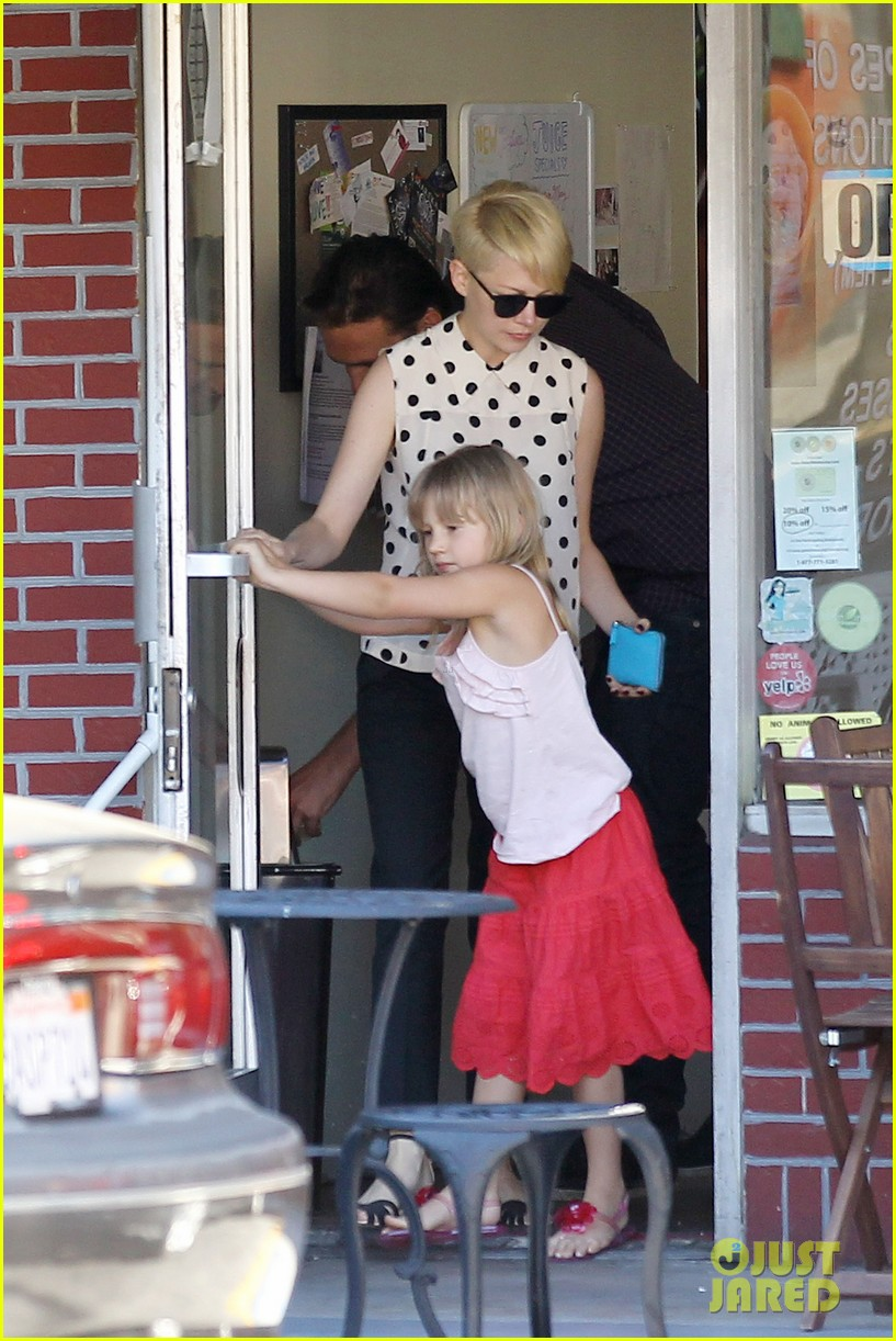 michelle williams jason segel ice cream with matilda 14
