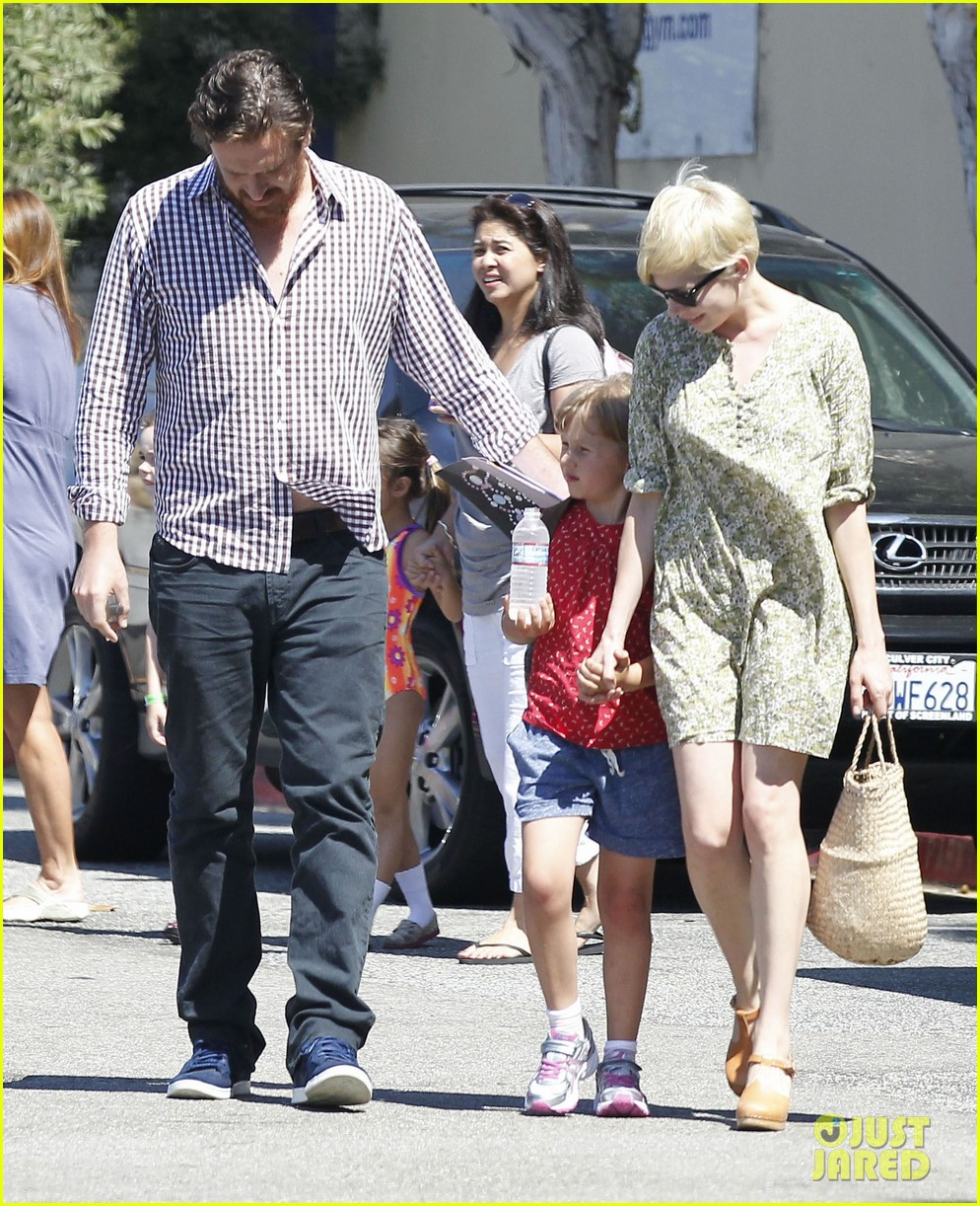 michelle williams jason segel matilda pick up 042697911