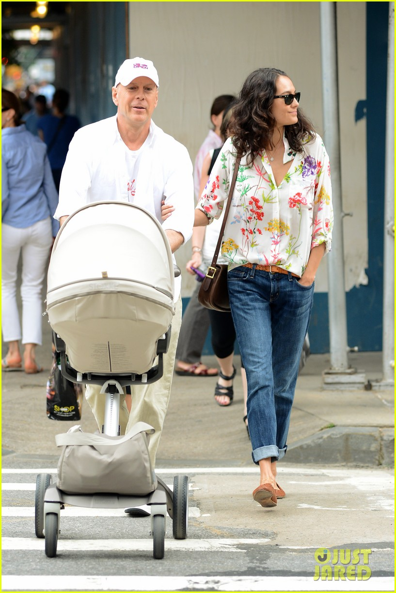 bruce willis emma heming shopping with baby mabel 08