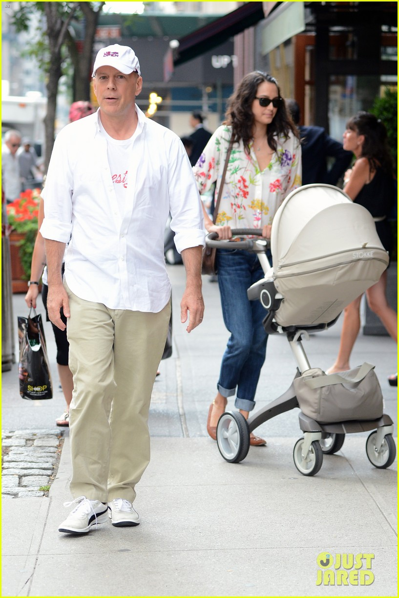 bruce willis emma heming shopping with baby mabel 12