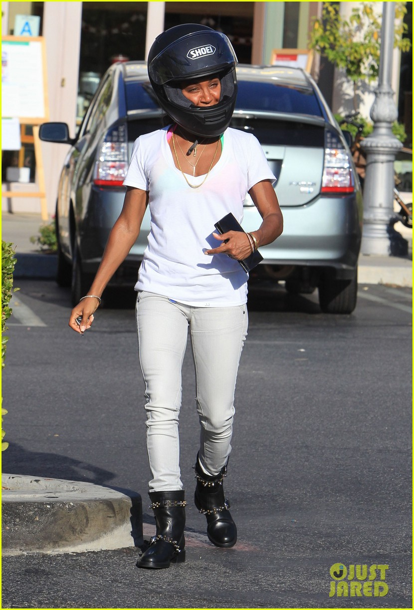 willow smith starbucks run 07