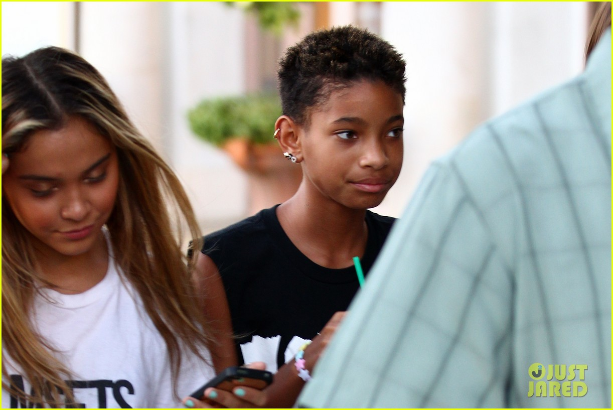 willow smith starbucks run 12