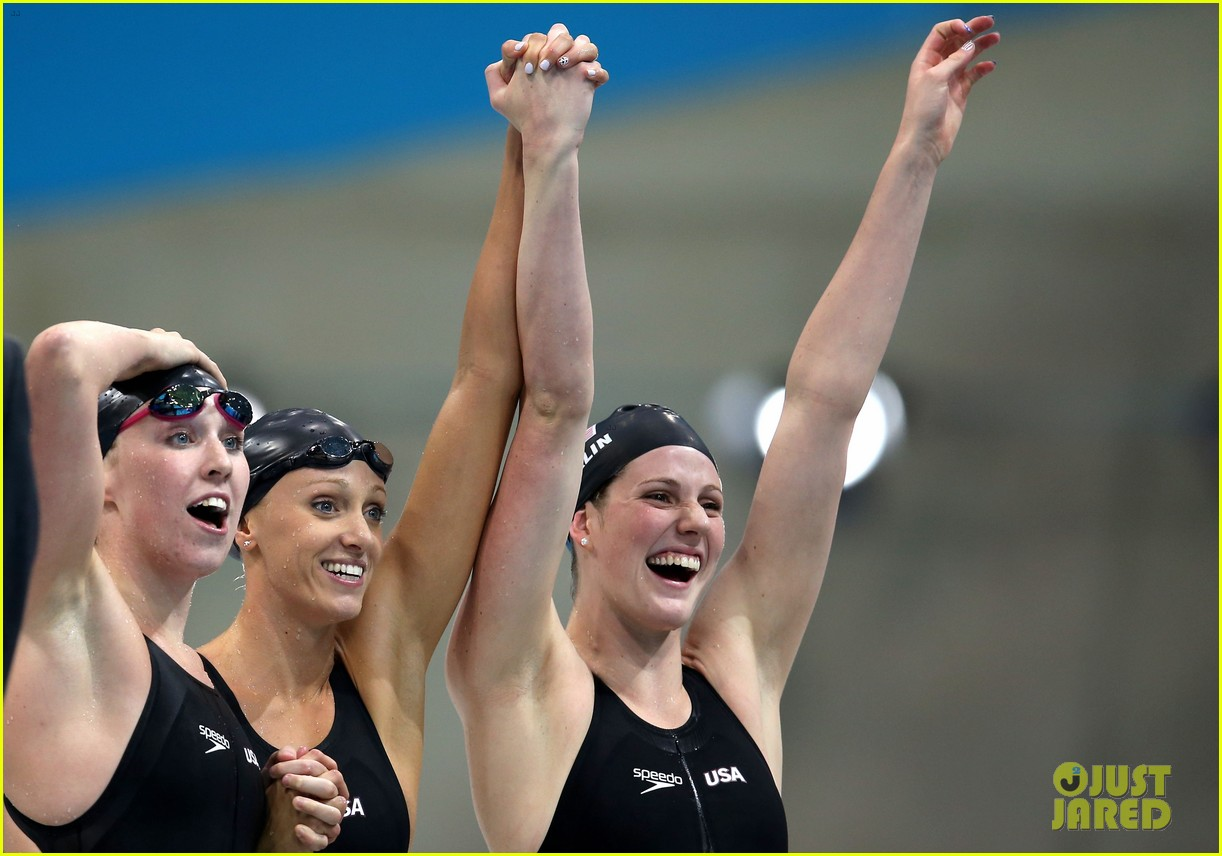 womens us swimming team wins gold in 4x200m freestyle relay 04