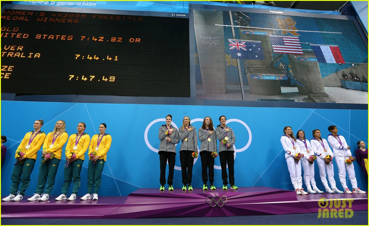 womens us swimming team wins gold in 4x200m freestyle relay 21