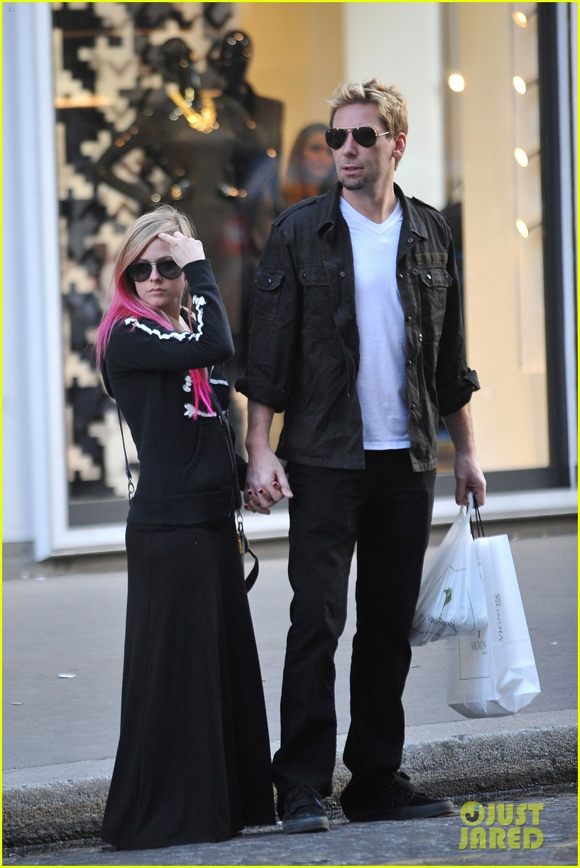 avril lavigne chad kroeger hold hands paris 20