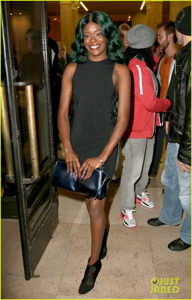 azealia banks green hair at thierry mugler show 02