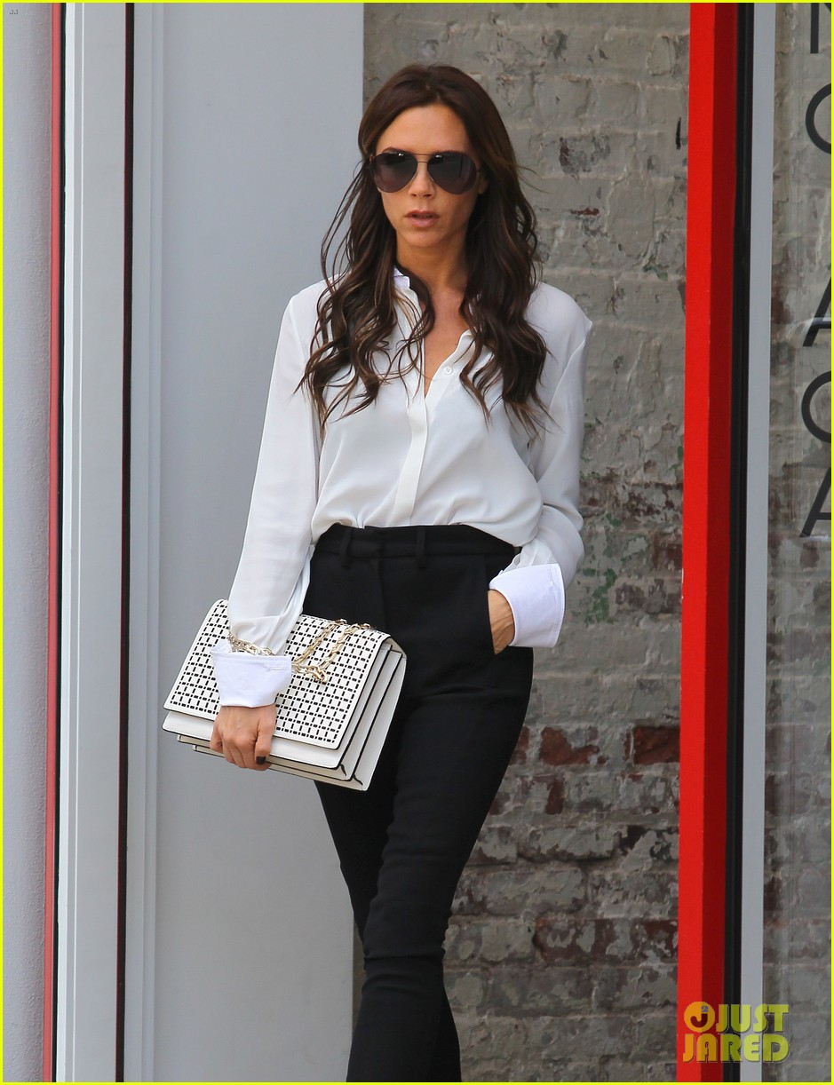 Full Sized Photo Of Victoria Beckham Fashion Week Fun With Harper 13 Photo 2719538 Just Jared