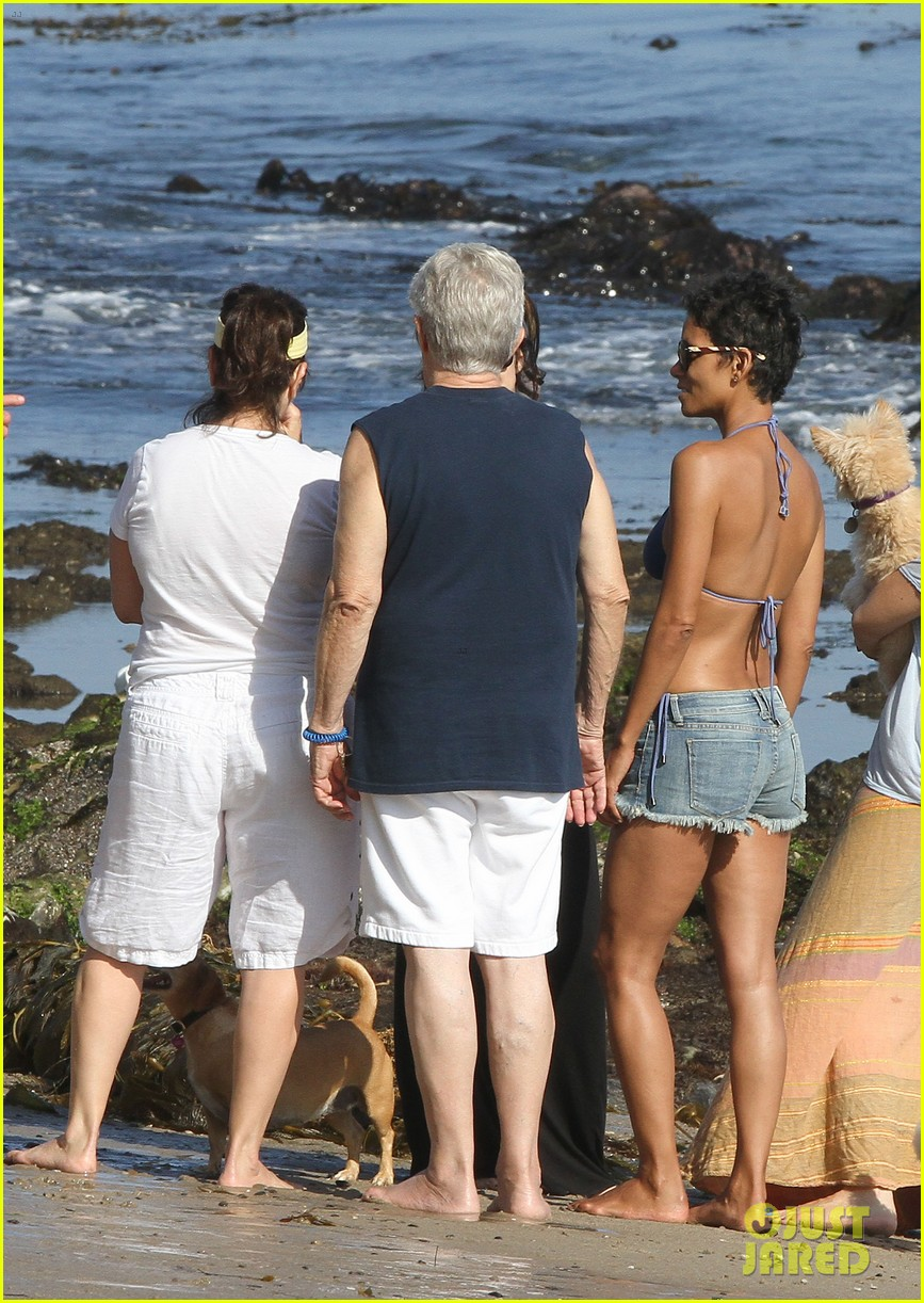 halle berry bikini beach babe 19