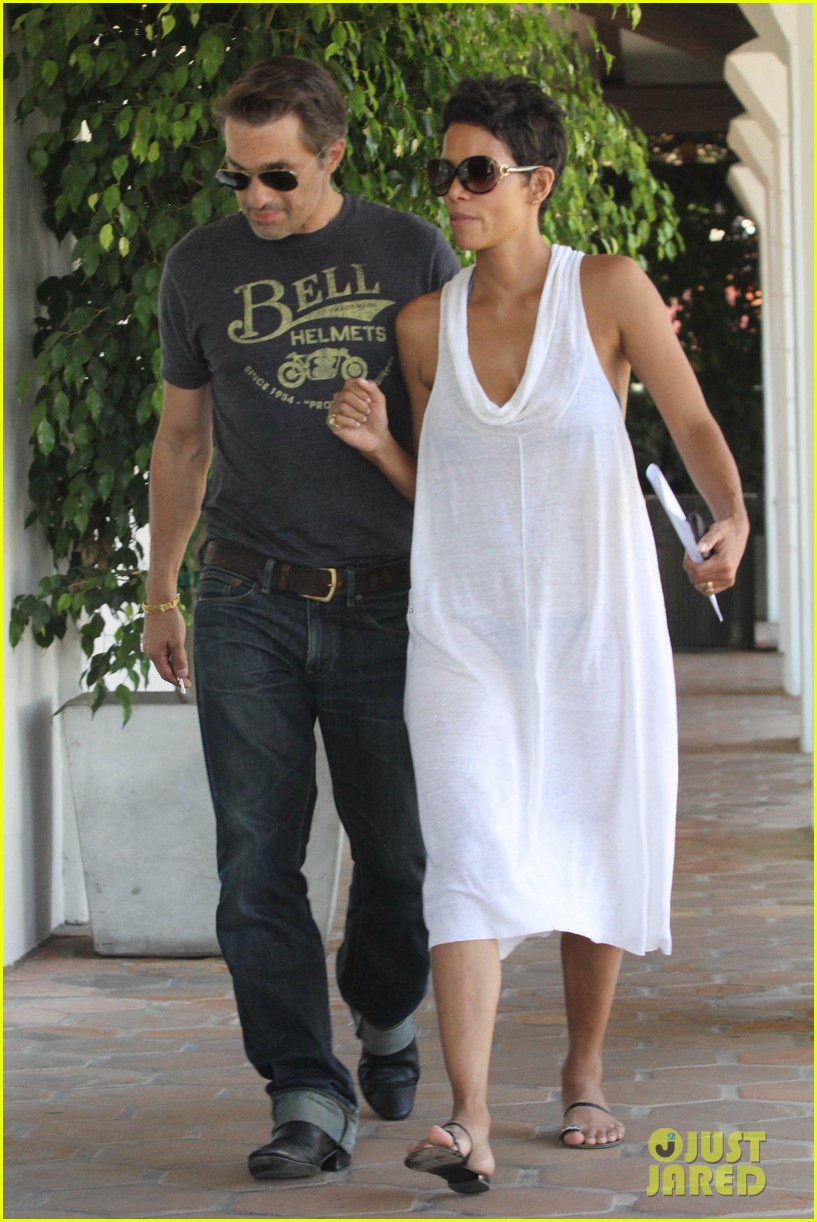 halle berry olivier martinez malibu shopping mates 01