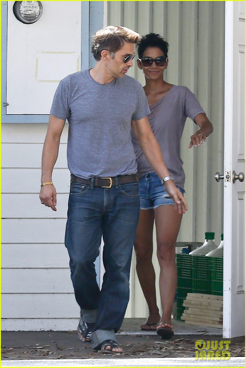 halle berry olivier martinez house hunting in malibu 01