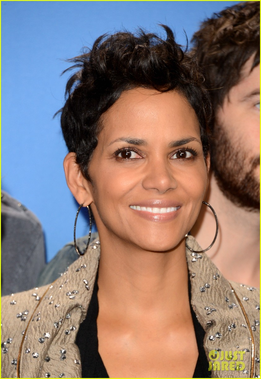 halle berry cloud atlas photo call 02
