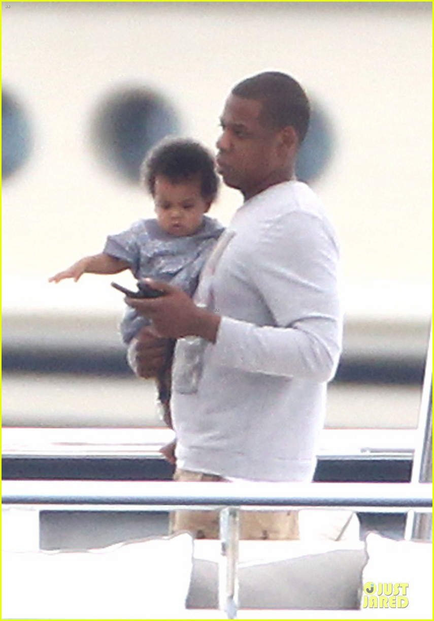 beyonce jayz yacht vacation france 02