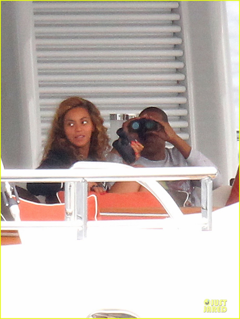 beyonce jayz yacht vacation france 04