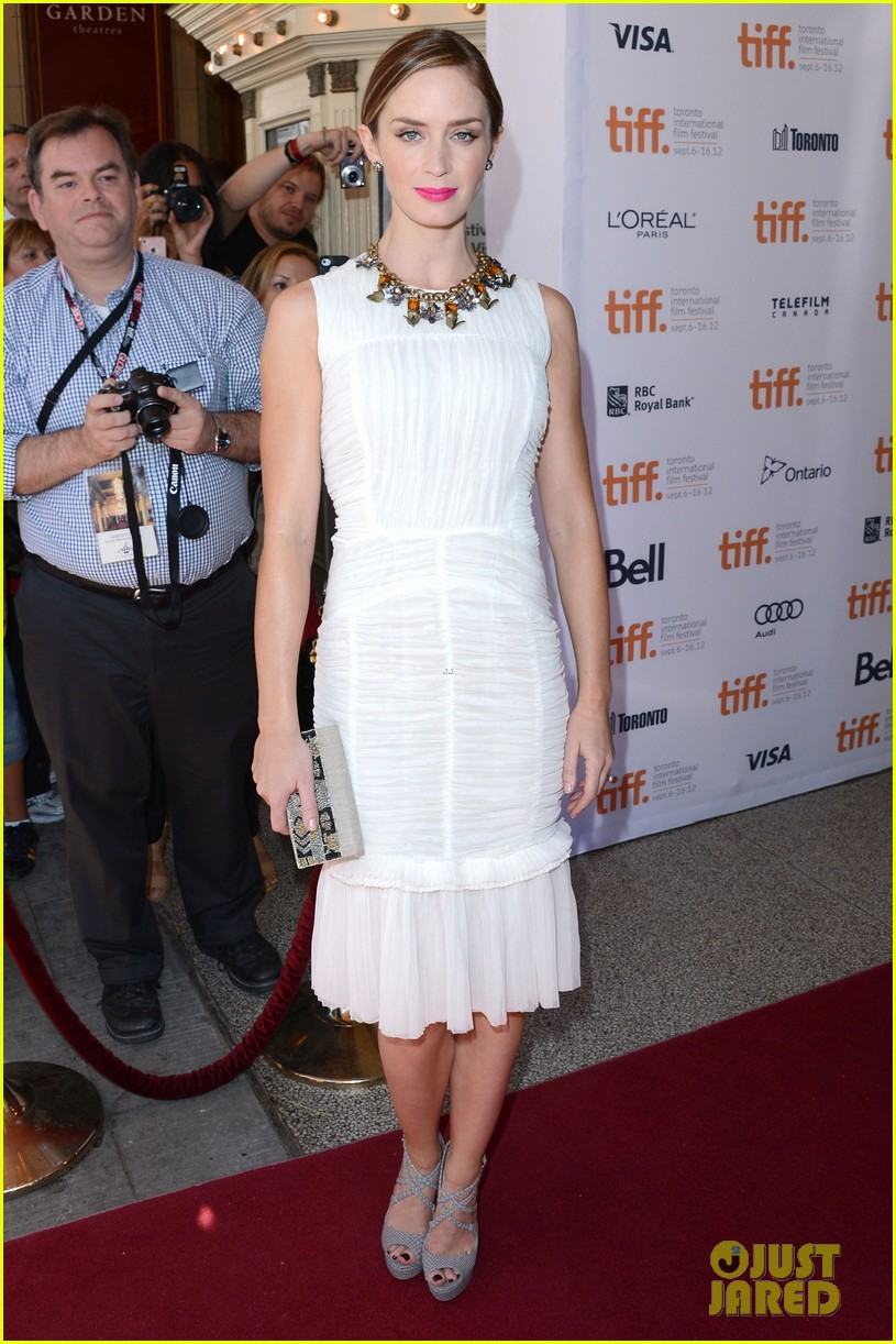 emily blunt arthur newman tiff premiere with colin firth 01