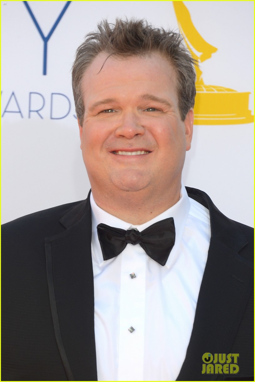 julie bowen eric stonestreet win emmys for modern family 04