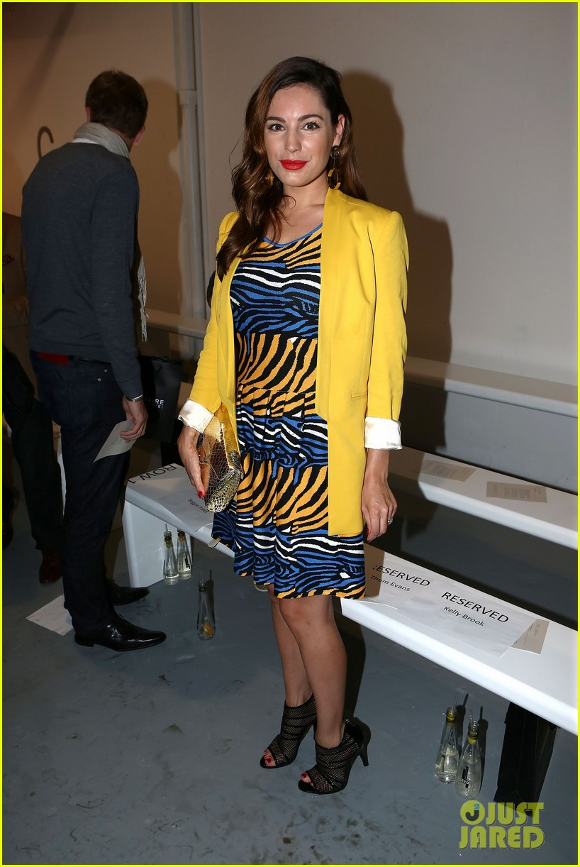 kelly brook london fashion week with thom evans 03