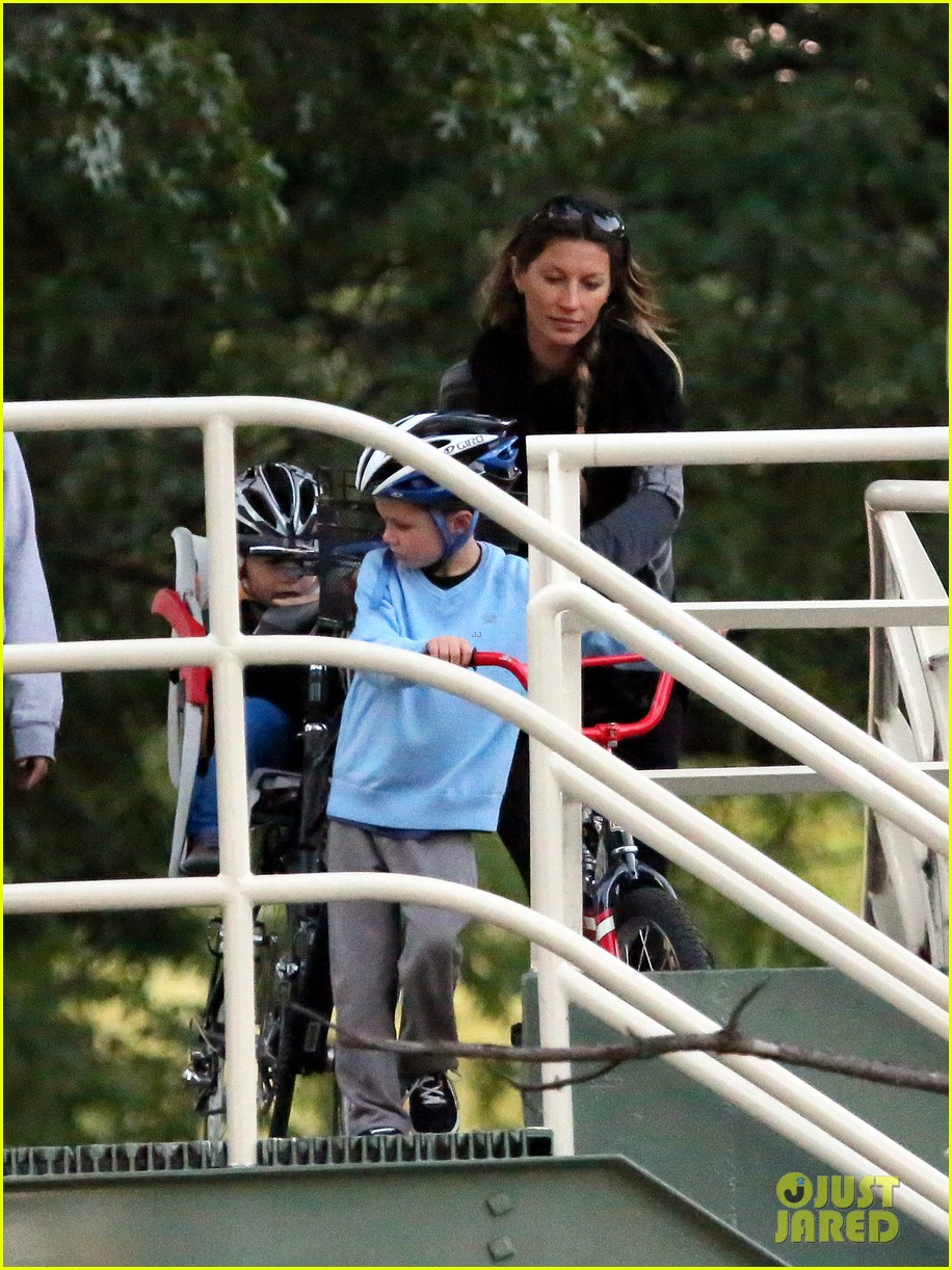gisele bundchen bike ride with the boys 012722632