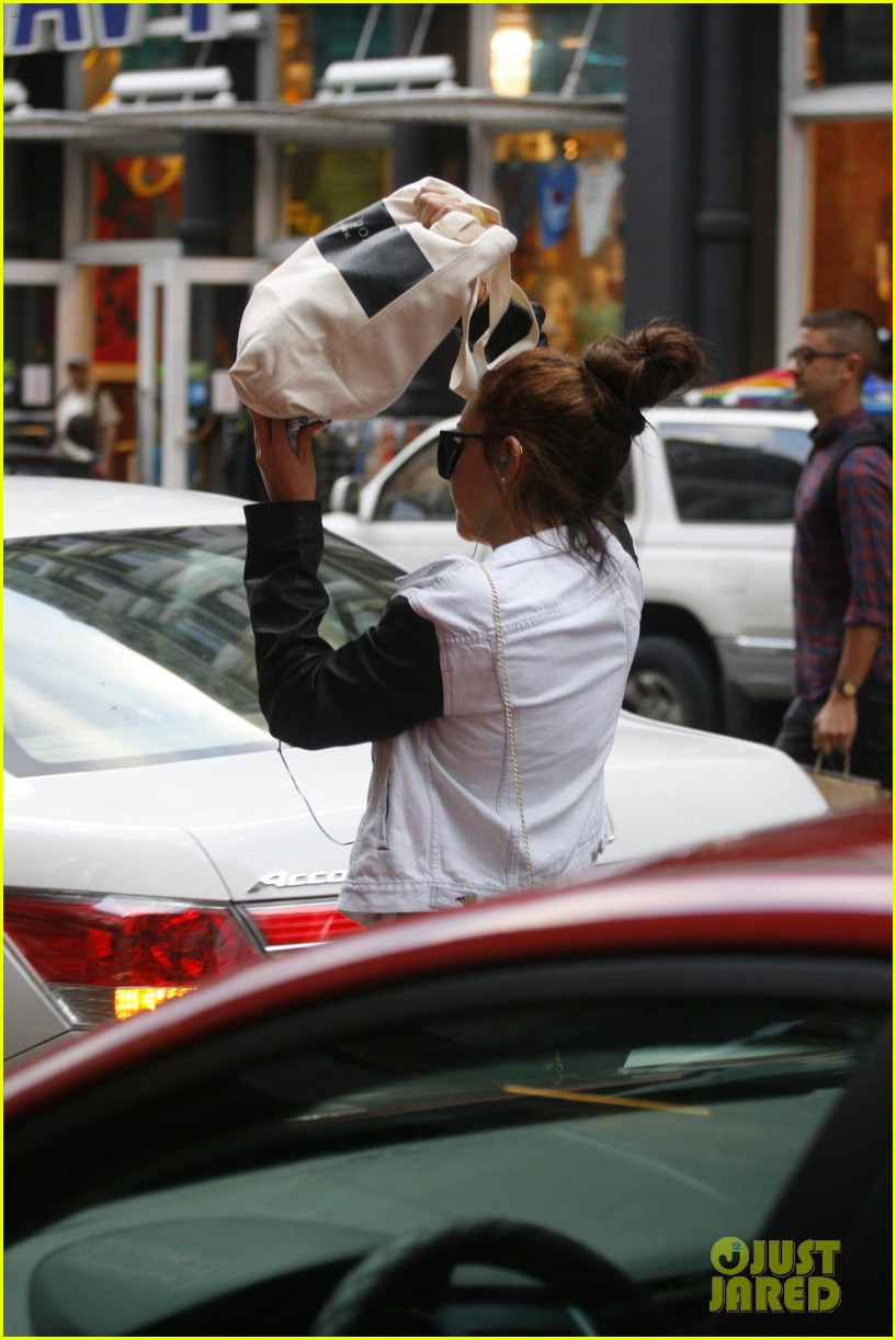 amanda bynes hides her face in new york city 02