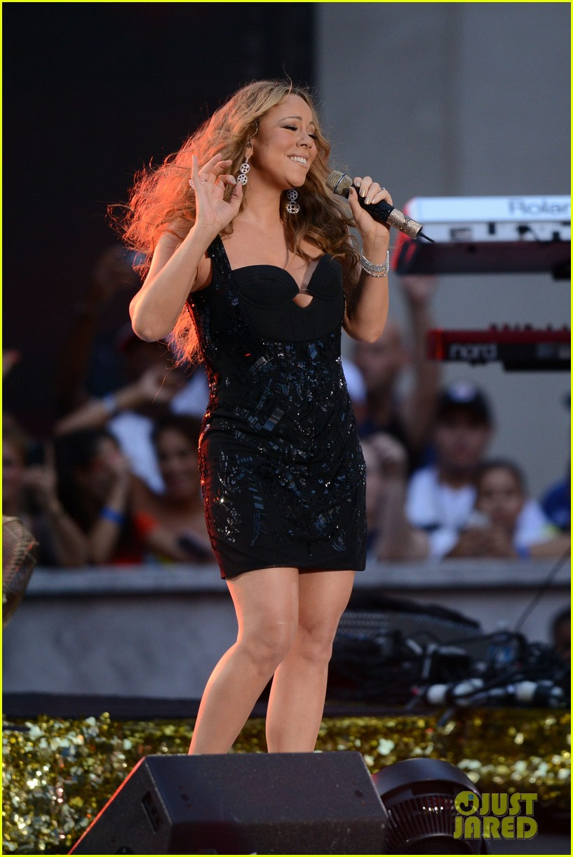 mariah carey triumphant at nfl kick off concert 05