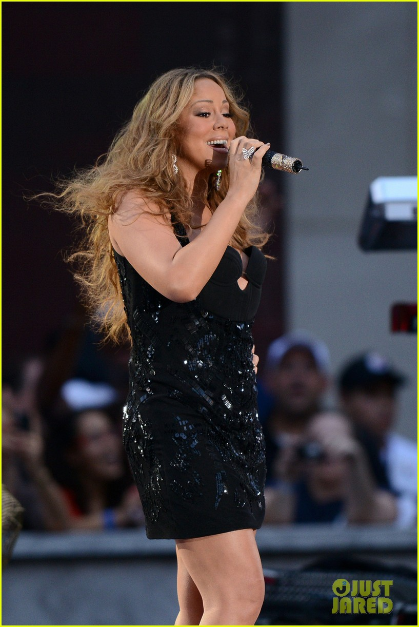 mariah carey triumphant at nfl kick off concert 16