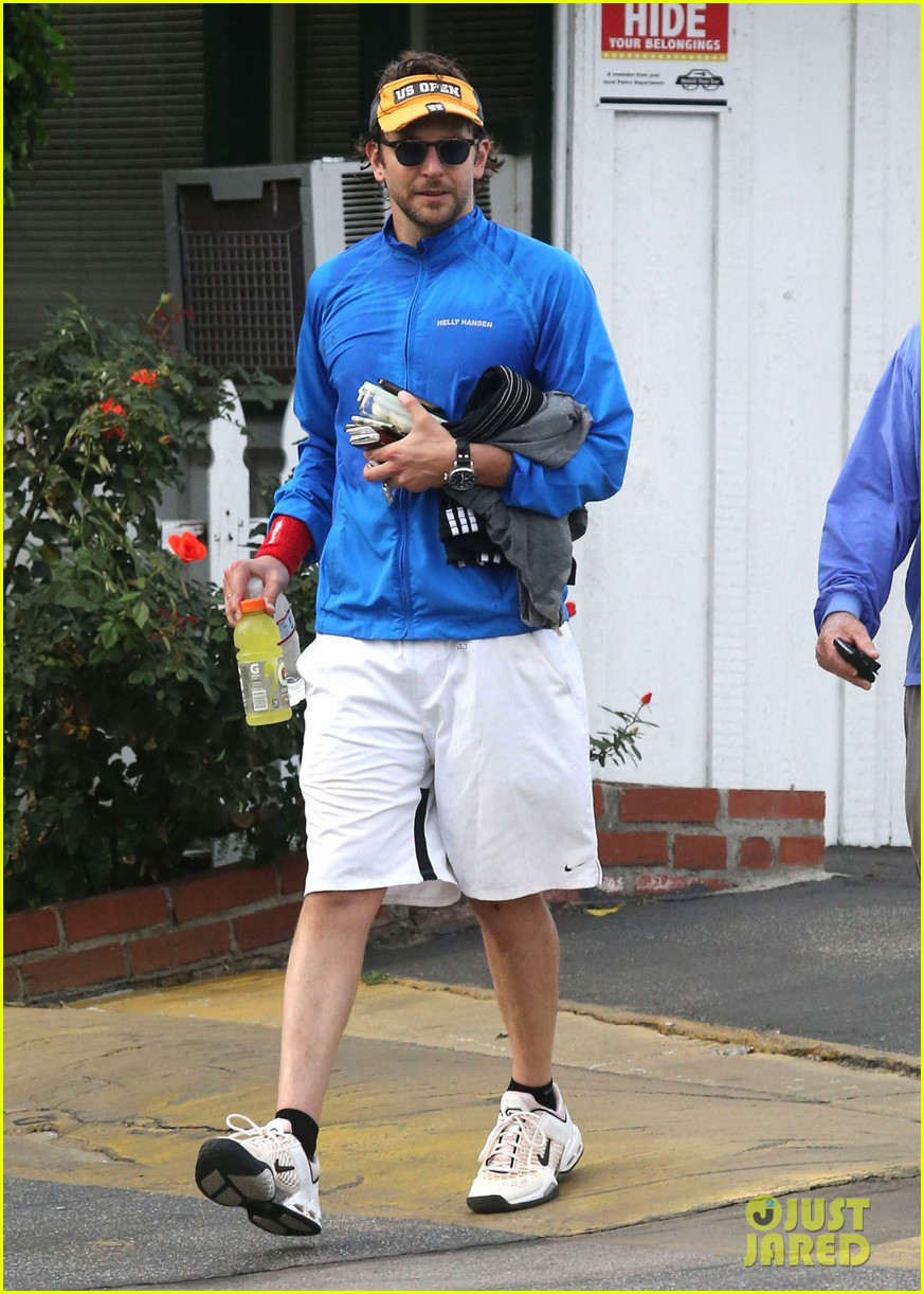 bradley cooper leaves zoe saldana house 05