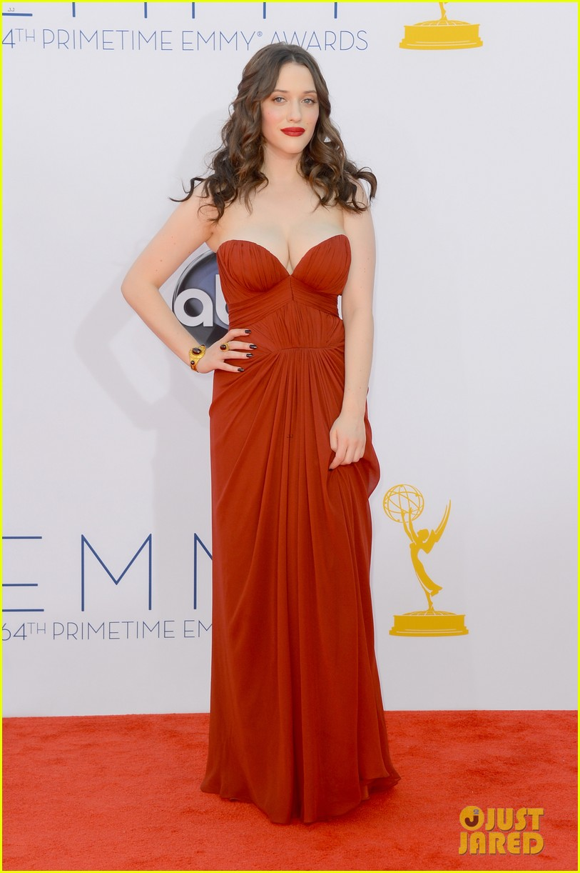 kat dennings nick zano emmys 2012 red carpet 01