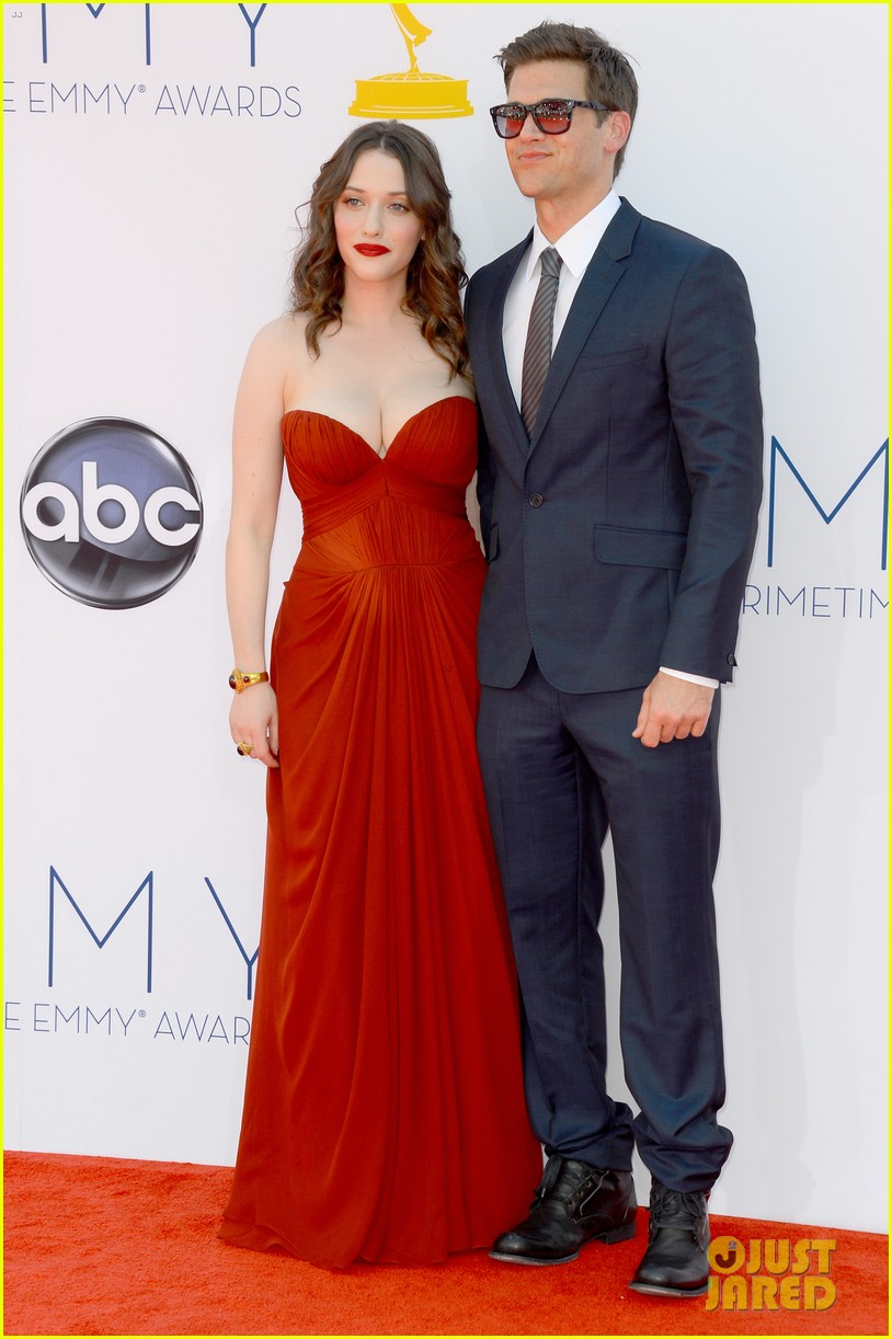 kat dennings nick zano emmys 2012 red carpet 02