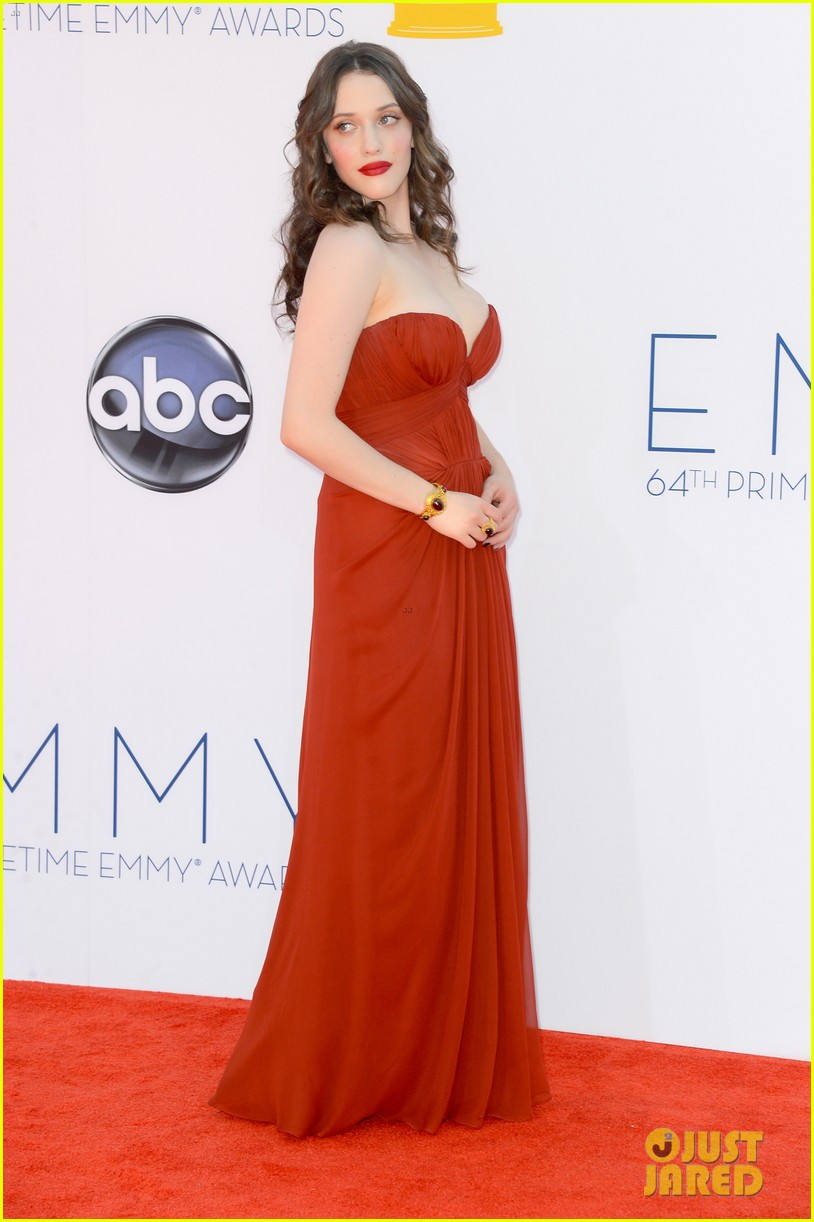 kat dennings nick zano emmys 2012 red carpet 03
