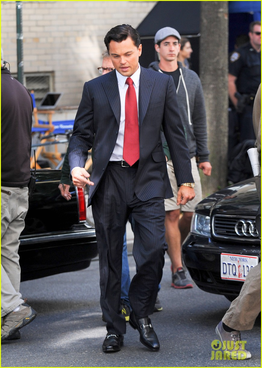leonardo dicaprio wolf of wall street set with margot robbie 28